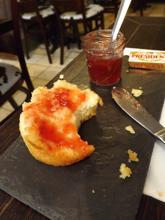 Scone and strawberry jam, Pain et Chocolat