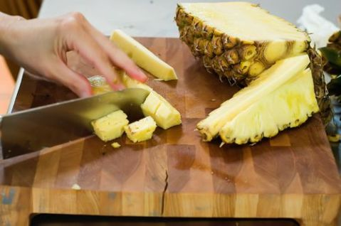 Ree Drummond's guide to cutting pineapple